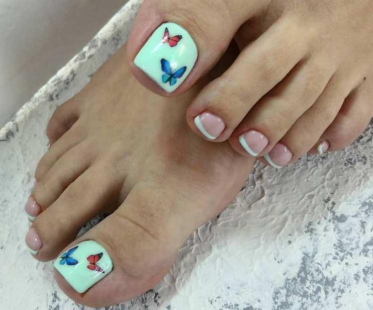 Такой простой дизайн ногтей на ногах можно дополнить рисунком или наклейками бабочек.