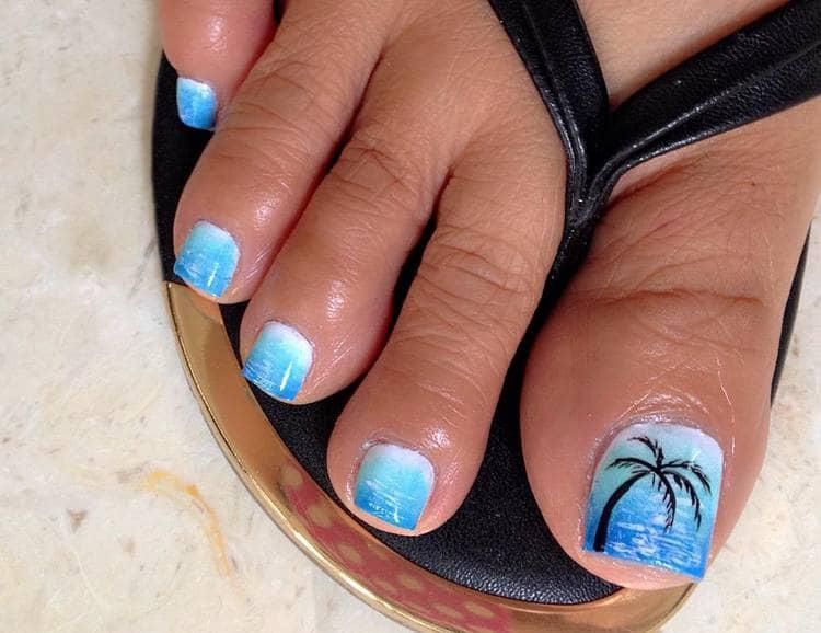 А на этом фото удачный дизайн ногтей на ногах на лето.