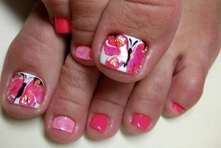 А вот еще интересные идеи дизайна ногтей на ногах.