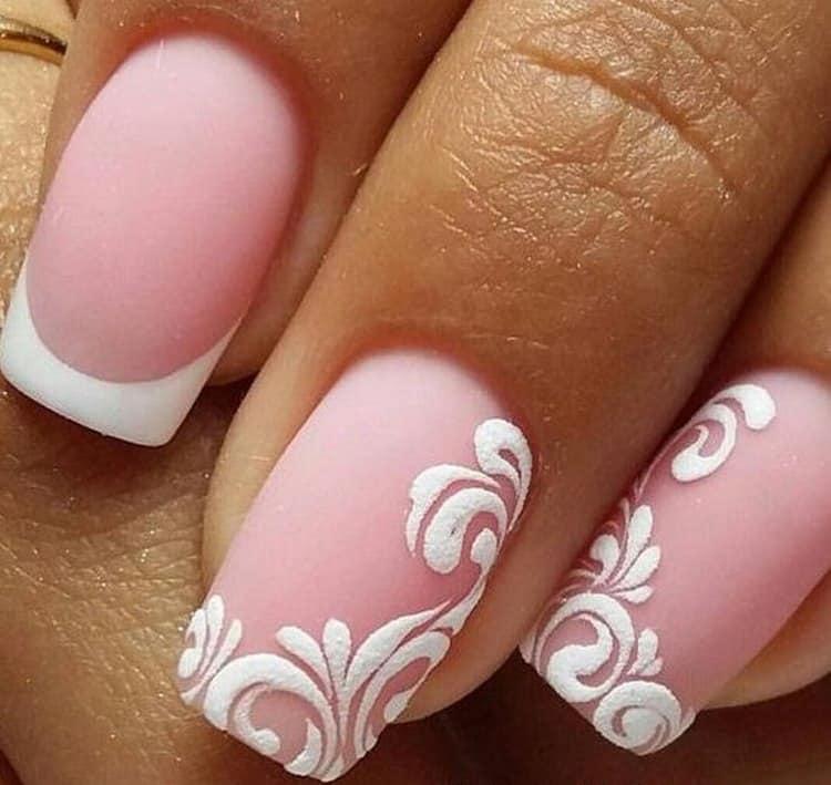 На матовом розовом нежно выглядят узоры.