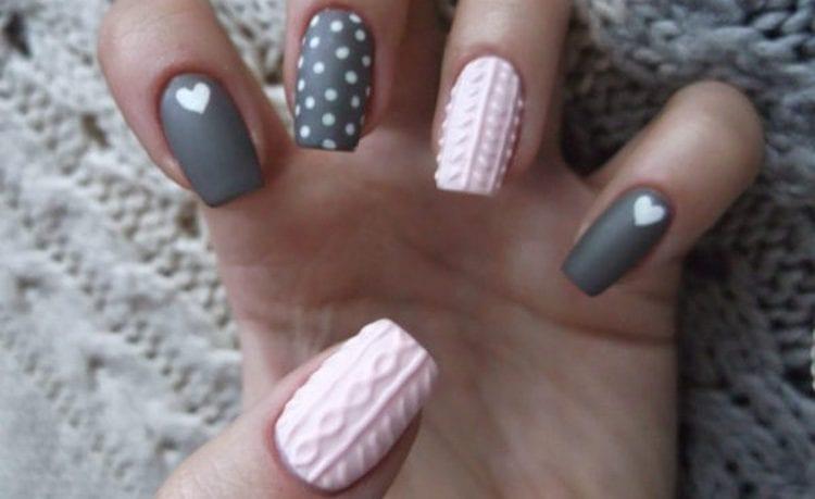 А вот еще один красивый дизайн ногтей розовый с серым.