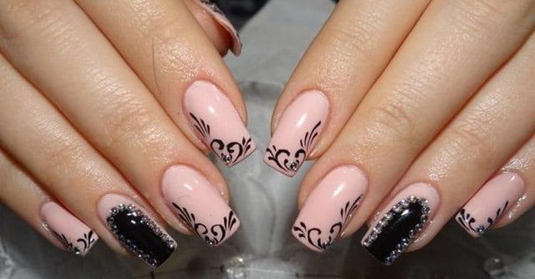 А вот еще фото интересного дизайна ногтей розовый с черным.
