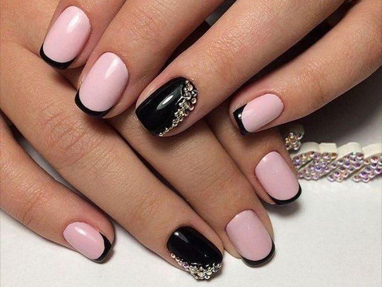 Изысканный розово-черный френч тоже многим нравится.