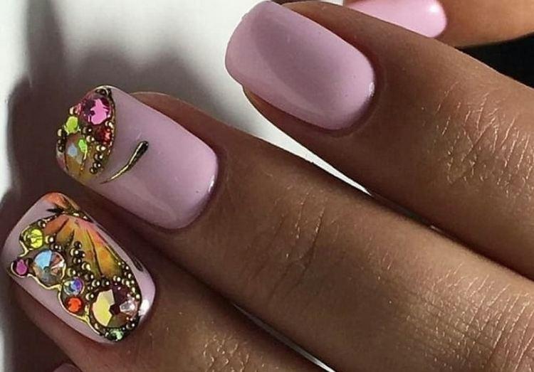 Посмотрите также видео о том, как сделать дизайн ногтей бабочка на ногтях.