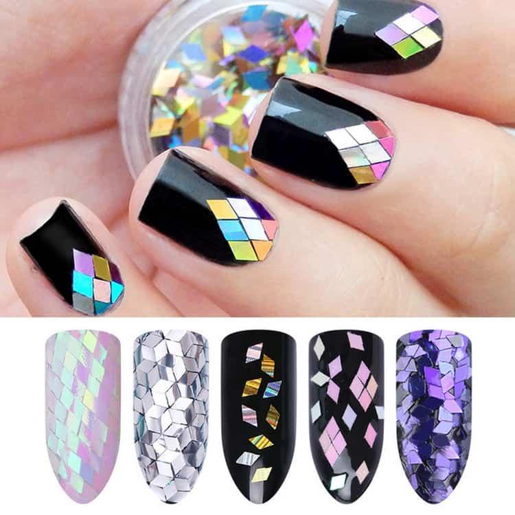А вот фото дизайна ногтей с ромбиками-блестками.