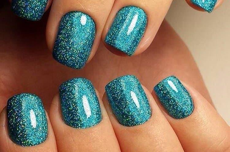 Посмотрите фото новинок дизайна ногтей с блестками.