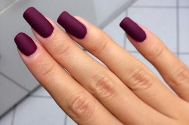 Посмотрите у нас также видео-уроки о дизайне ногтей шеллаком.