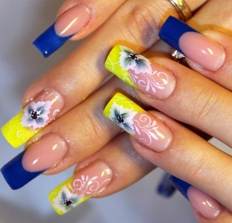 А вот фото дизайна ногтей синий с желтым.