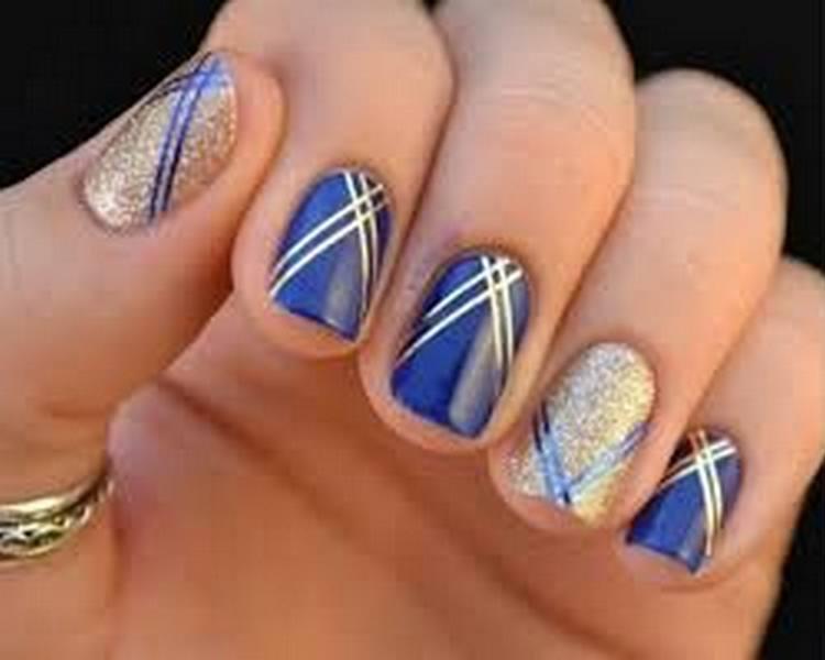 Посмотрите также фото новинок дизайна ногтей в синем цвете.
