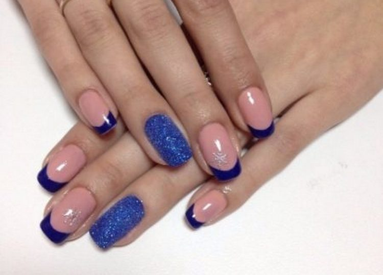 А вот фото дизайна ногтей синий френч.