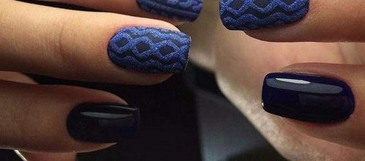 очень красиво в синем цвете получается вязка на ногтях.