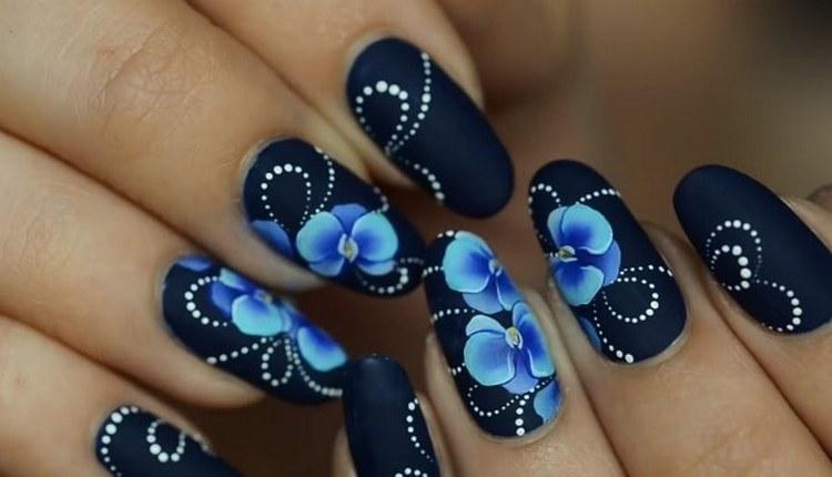 А вот роскошный дизайн ногтей синий с голубым.