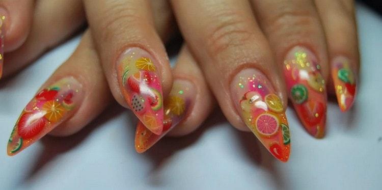 А вот еще одно красивое фото дизайна острых ногтей.