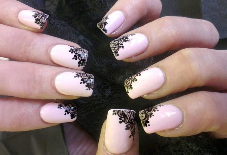 А вот еще фото красивого френча на коротких ногтях.