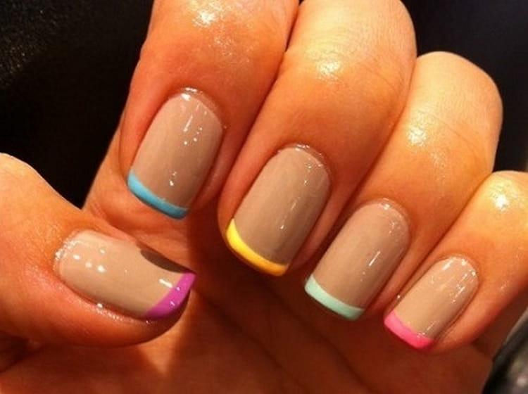 А вот фото цветного френча на коротких ногтях.