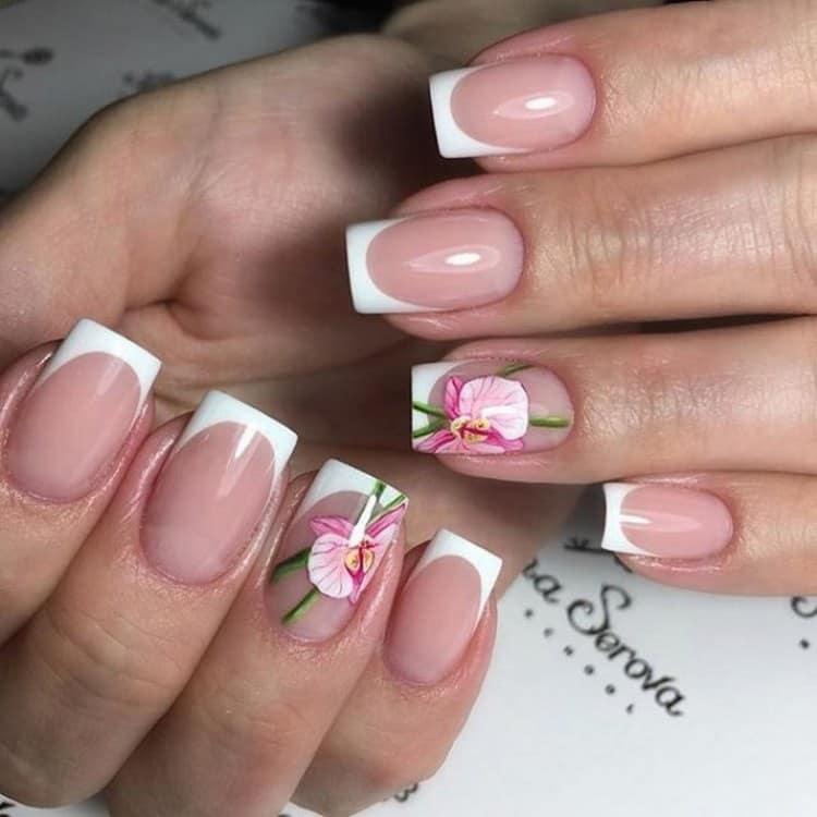 Посмотрите на фото новинки дизайна ногтей френч с рисунком.