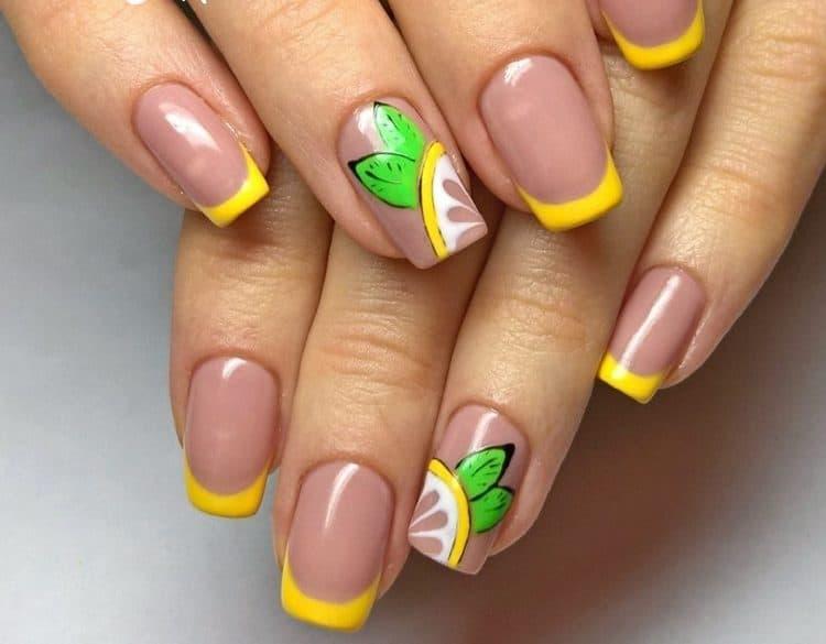 очень стильно выглядит желтый френч на ногтях с рисунком.
