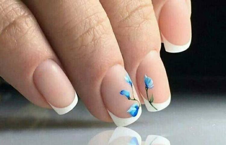 А вот еще фото френча на ногтях с рисунком.