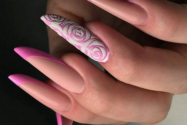Многим нравится розовый френч на острых ногтях.