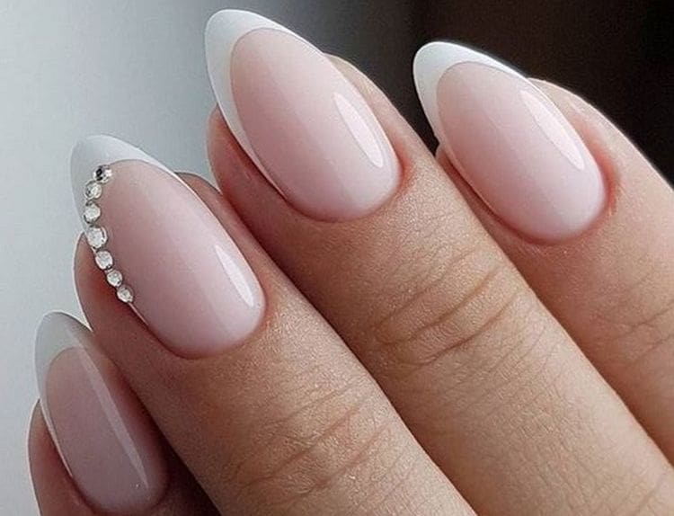 такие ногти могут иметь миндалевидную форму.