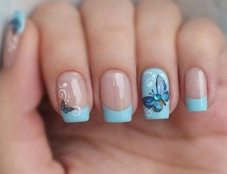 А вот фото дизайна ногтей голубой френч.