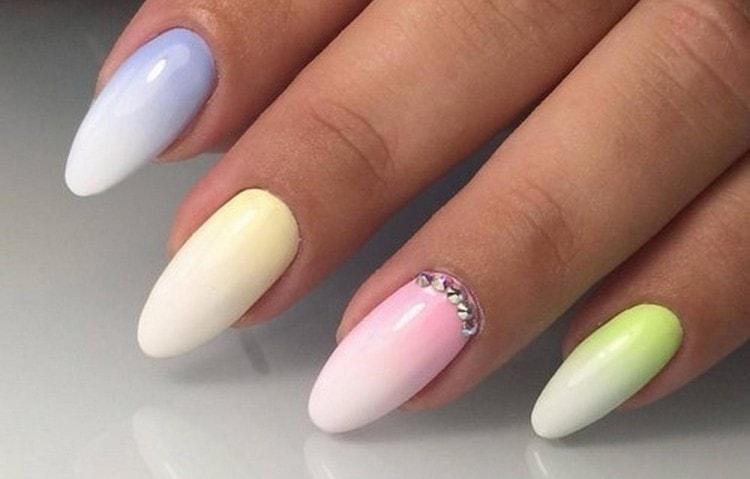 Посмотрите также видео о том, как делать градиент на ногтях гель-лаком кистью.