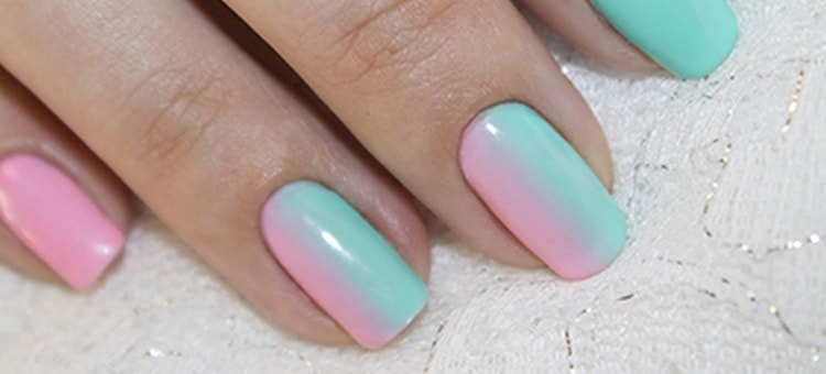 Красивый градиент на ногтях гель-лаком можно сделать только на акцентных пальцах.