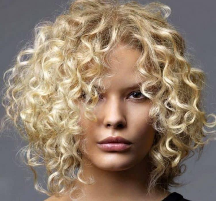 Посмотрите фото удачной химии на волосы средней длины.