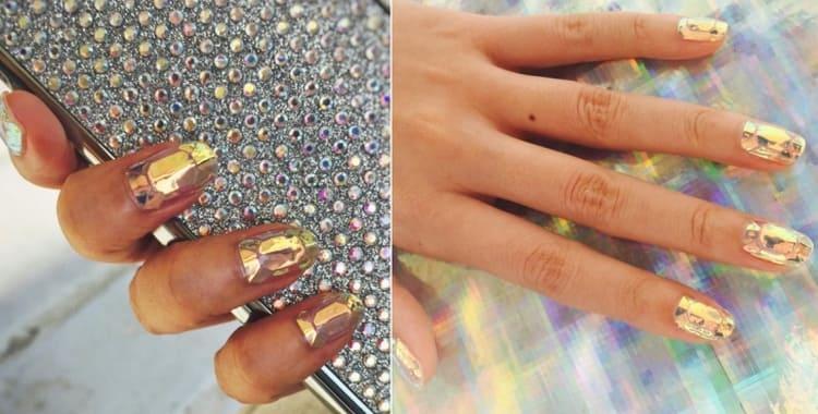 Золотистое битое стекло на ногтях.