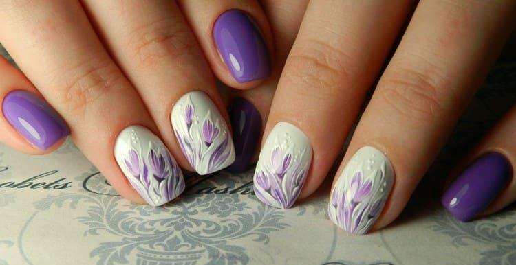 Красивые цветы на ногтях.