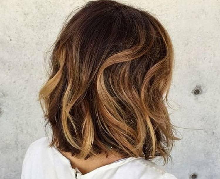На волосах средней длины такое окрашивание тоже выглядит эффектно.