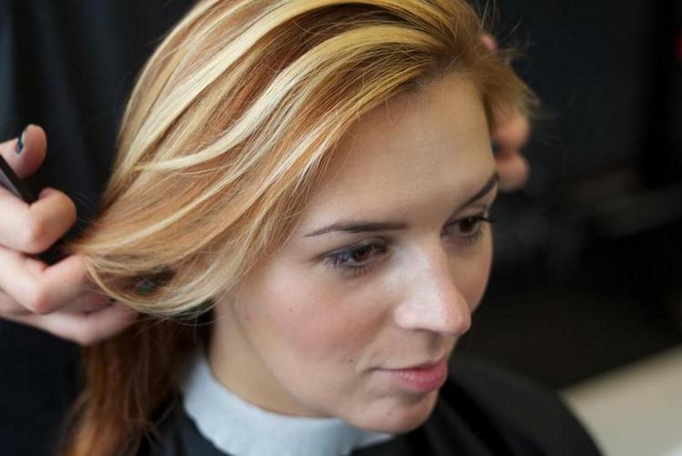 если хотите сделать колорирование на светлые волосы, посоветуйтесь с мастером по поводу того, какие оттенки выбрать.