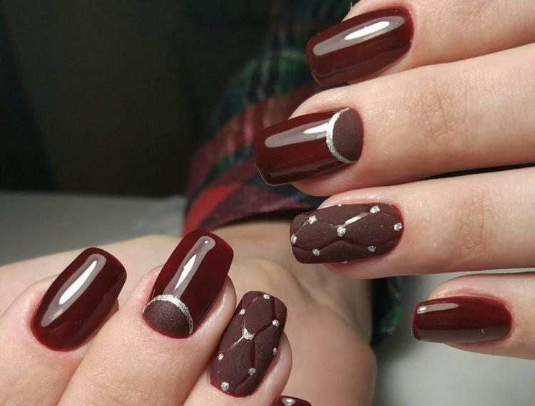 Посмотрите, как красиво сочетается глянцевый и матовый коричневый на ногтях.