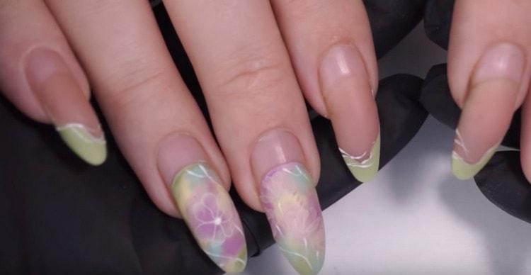 Посмотрите материалы о том, как проводится коррекция наращенных ногтей пошагово.