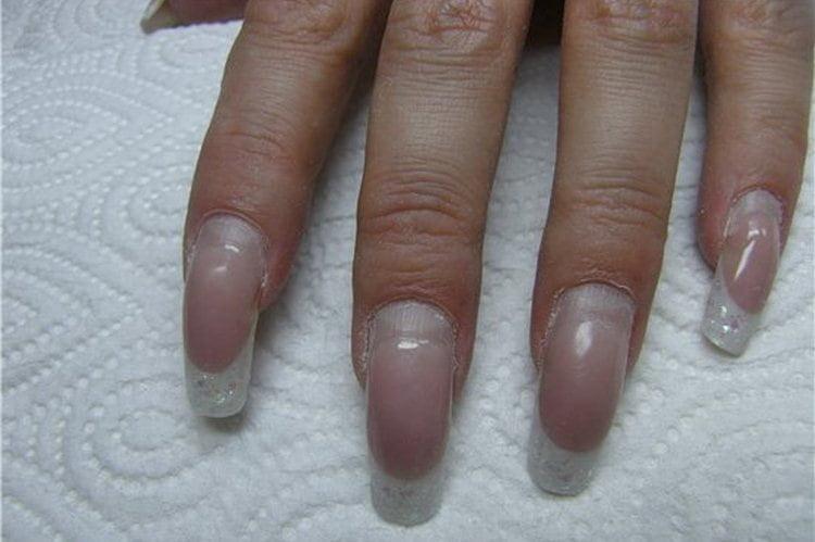 Посмотрите видео о правильной коррекции наращенных ногтей.