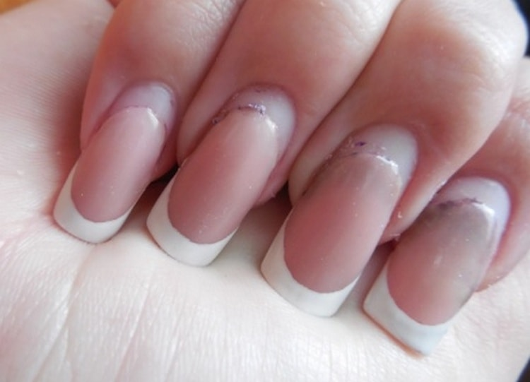 Посмотрите, как делается коррекция наращенных ногтей.