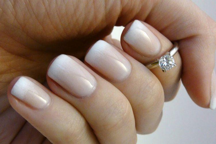 А такой красивый дизайн ногтей можно сделать даже в домашних условиях.