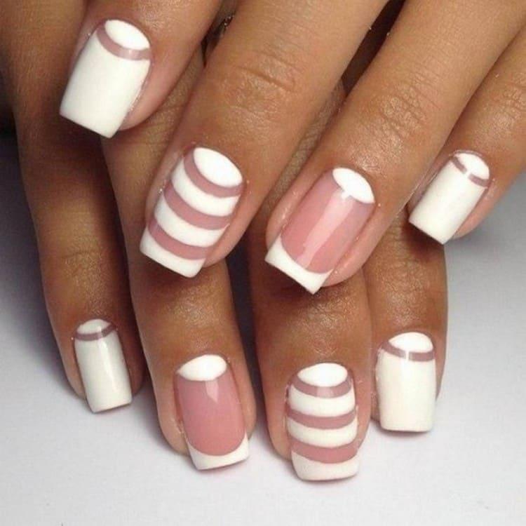 очень красиво выглядят ногти с прозрачным пространством.