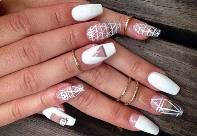 А вот красивый дизайн нарощенных ногтей.