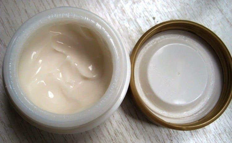 Консистенция крема зависит от того, с какими именно проблемами кожи вы столкнулись.