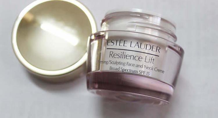 Эффективны также омолаживающие крема для лица после 40 лет от Эсте Лайдер.