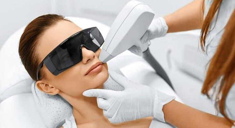 Лазерная эпиляция верхней губы имеет свои противопоказания и нежелательные последствия в ряде случаев.