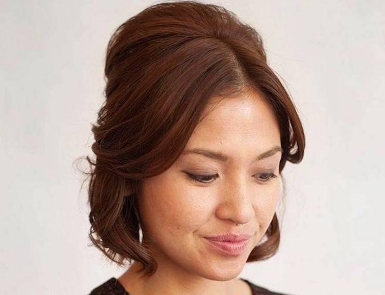Среди простых и легких причесок на короткие волосы можно выделить мальвинку.