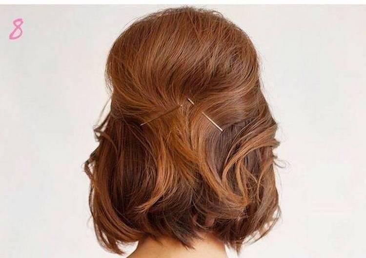 Это хороший вариант очень легкой прически на короткие волосы.