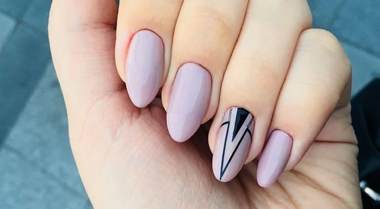 А вот фото легкого дизайна гелевых ногтей.