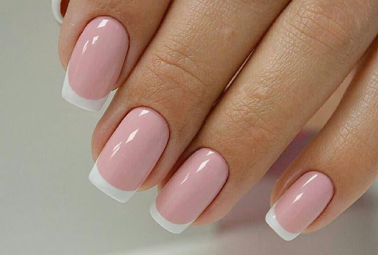 Самый легкий летний дизайн ногтей это обыкновенный классический френч.