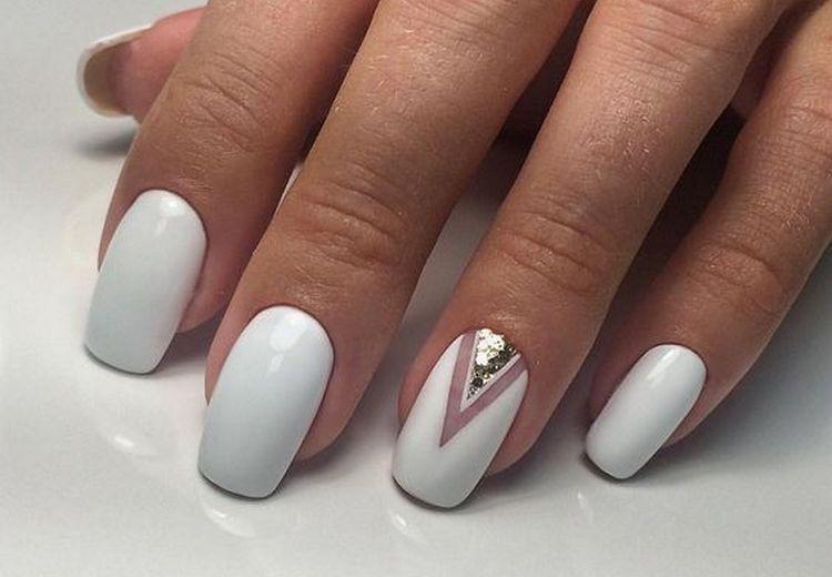 Универсальный белый идеально подойдет для летнего ногтевого дизайна.