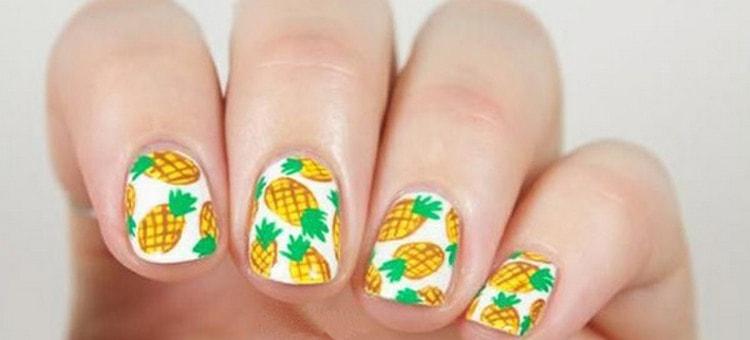 А вот забавные ананасы на ногтях.