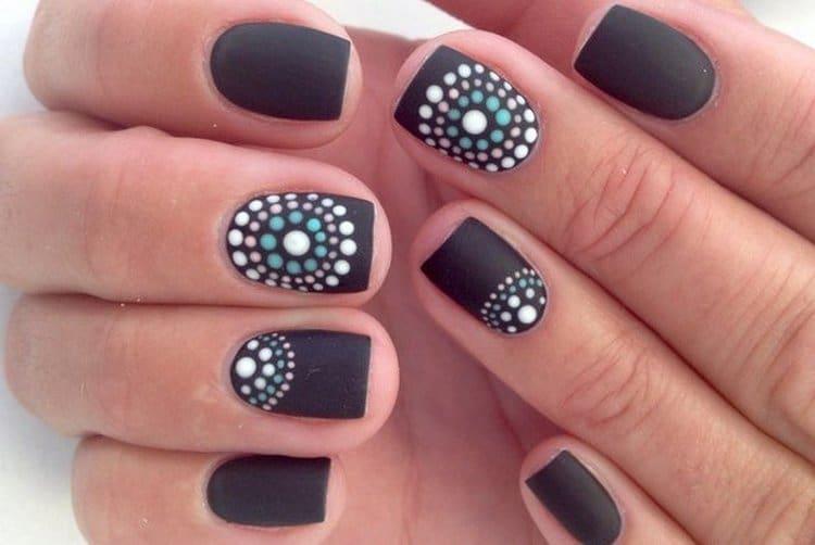 Можно также сделать красивый дизайн ногтей точками.