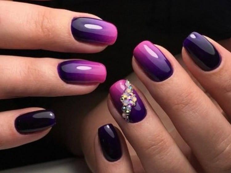 Фиолетовый градиент можно украсить стразами.